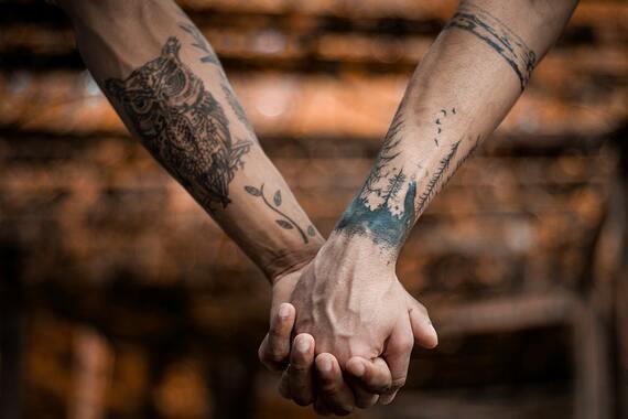 Na zdjecia reke tatuazy Drut kolczasty